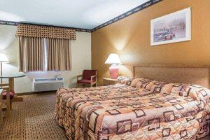 Hotel bedroom with pink bedspread