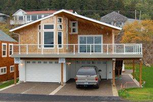 Big vacation rental house with balcony and garage in Garibaldi