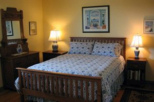 Bedroom with two nightstands and lamps