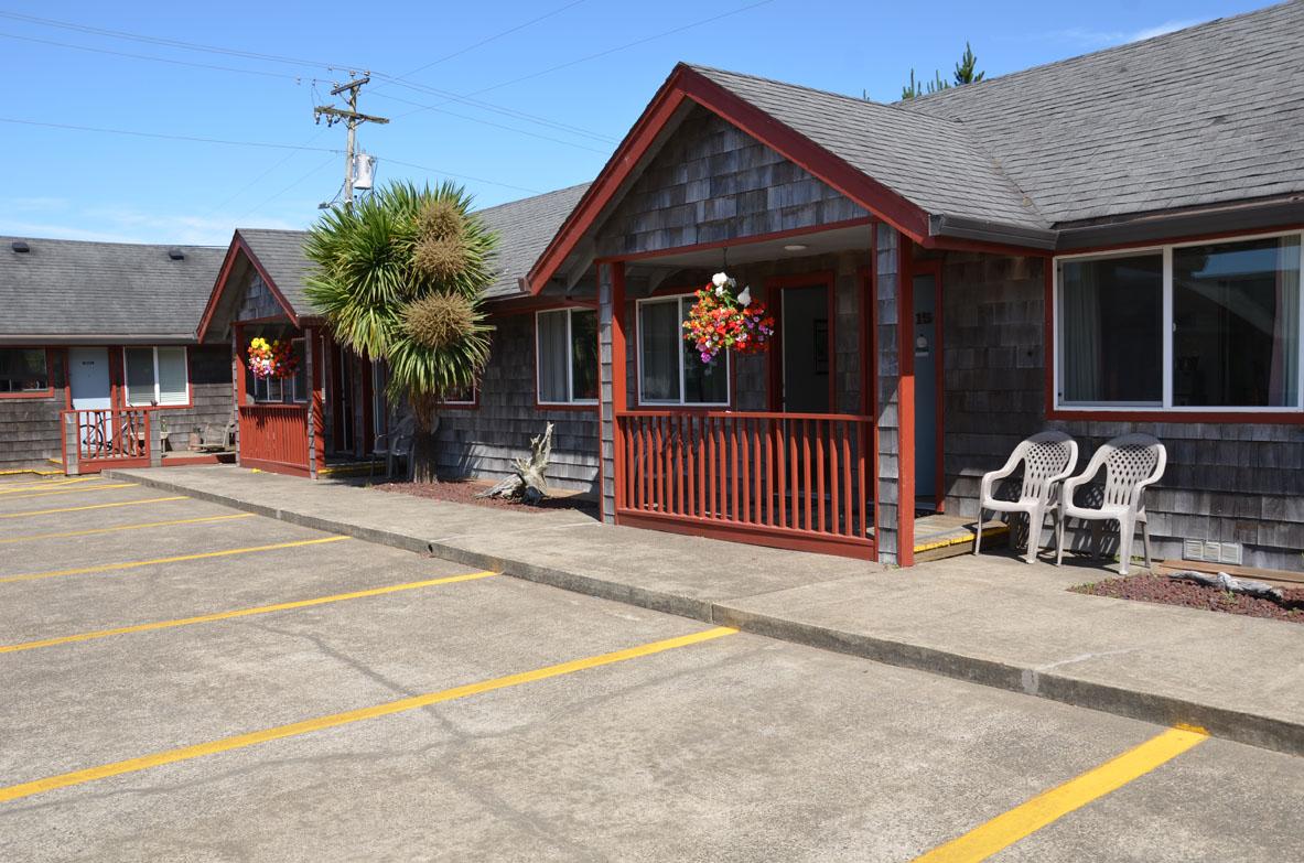Exterior of the Surf & Sand Inn