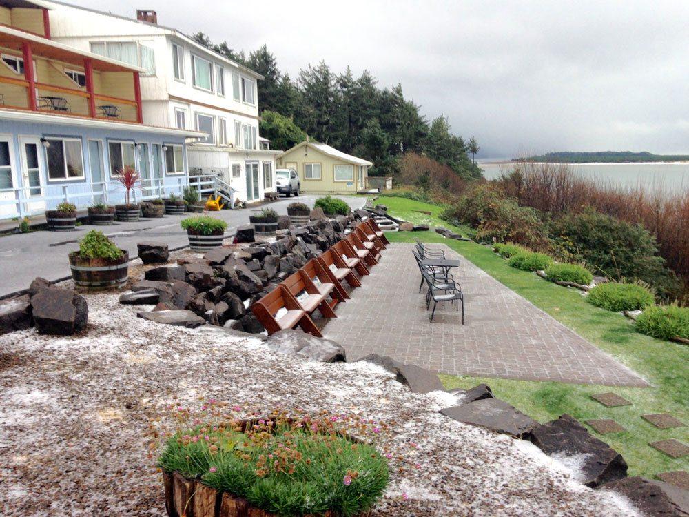 Terimore Motel patio