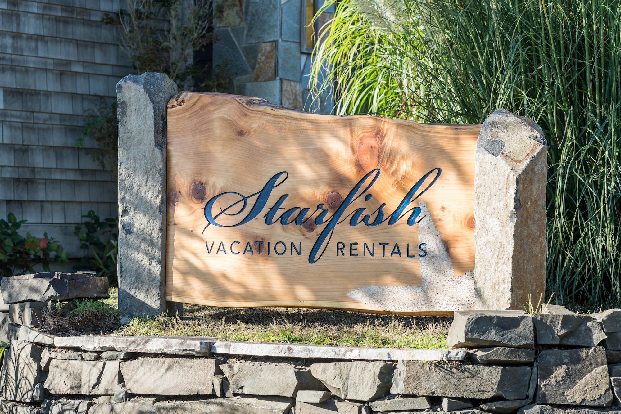 Starfish Vacation Rentals outdoor sign